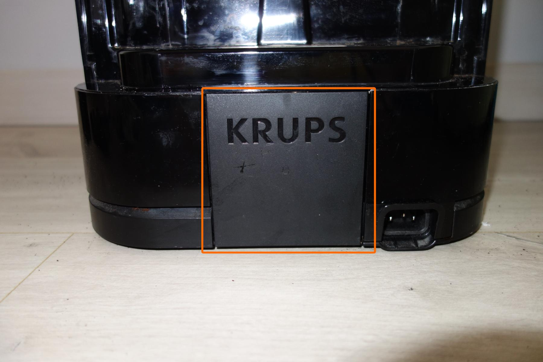 Step 3e : Pull off black part with Krups behind the machine